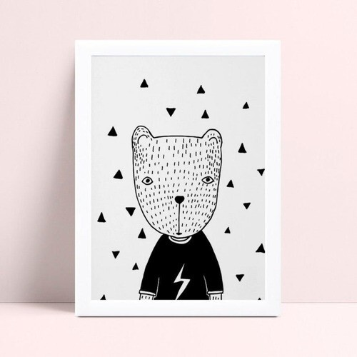 Poster infantil quadro urso blusa preta raio triângulos