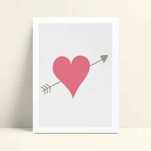 Quadro infantil quarto bebê coração rosa flecha cinza