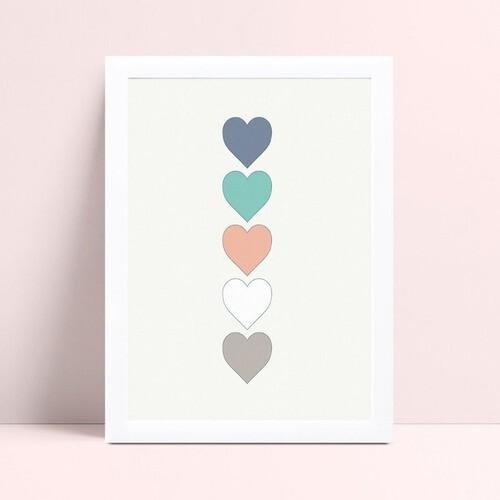 Quarto infantil decoração menina corações coloridos
