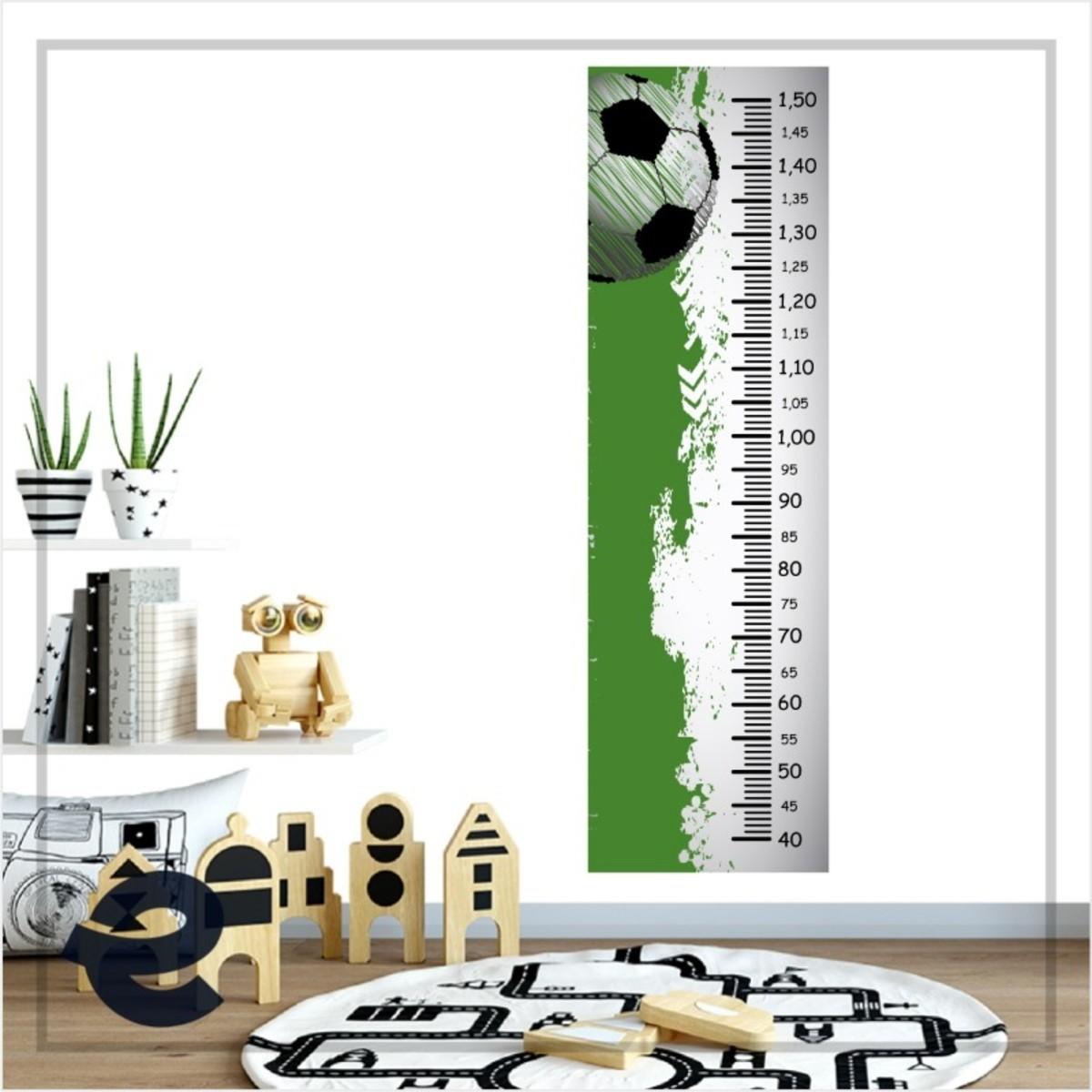 Régua Crescimento Adesivo bola futebol fundo verde branco RC024