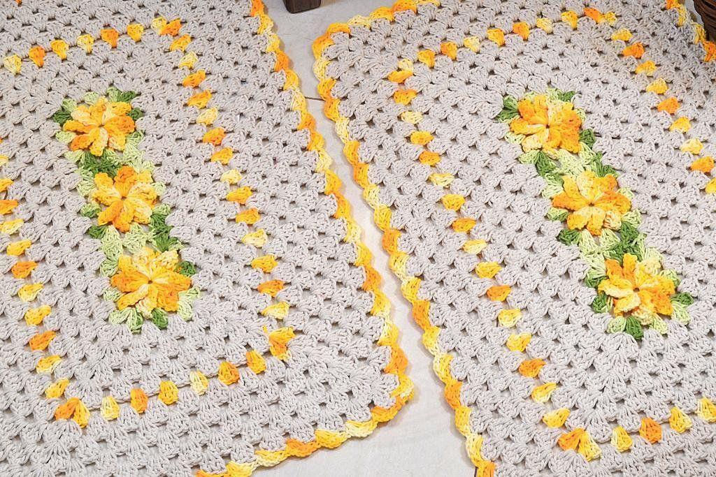 Par de Tapetes em Crochê Retangular Edith - Detalhes Amarelos