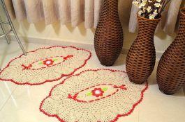 Par de Tapetes Formato Abacaxi - com Vermelho