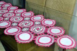 Caminho de Crochê Linha Cléa 1,40m - Branco e Pink
