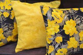 Capa de Almofada Amarela e Floral Amarelo