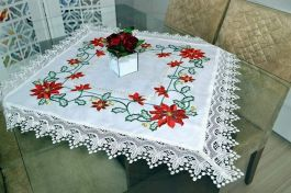 Toalha de Centro Bico Branco Flores de Natal