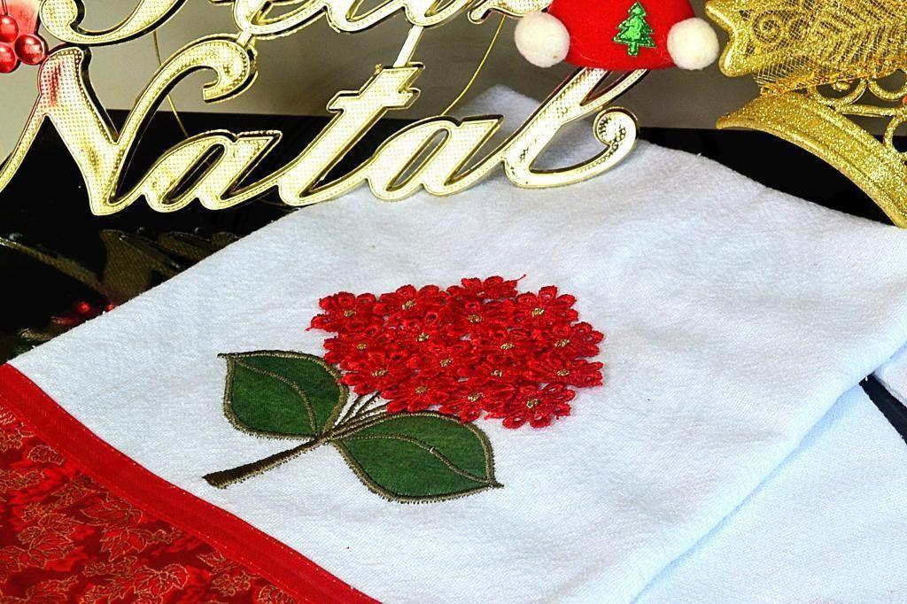 Kit de Cozinha Bordado com Flores em Guipir - Vermelho