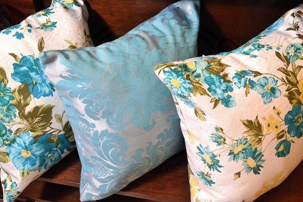 Capa de Almofada Azuis e Floral Azul