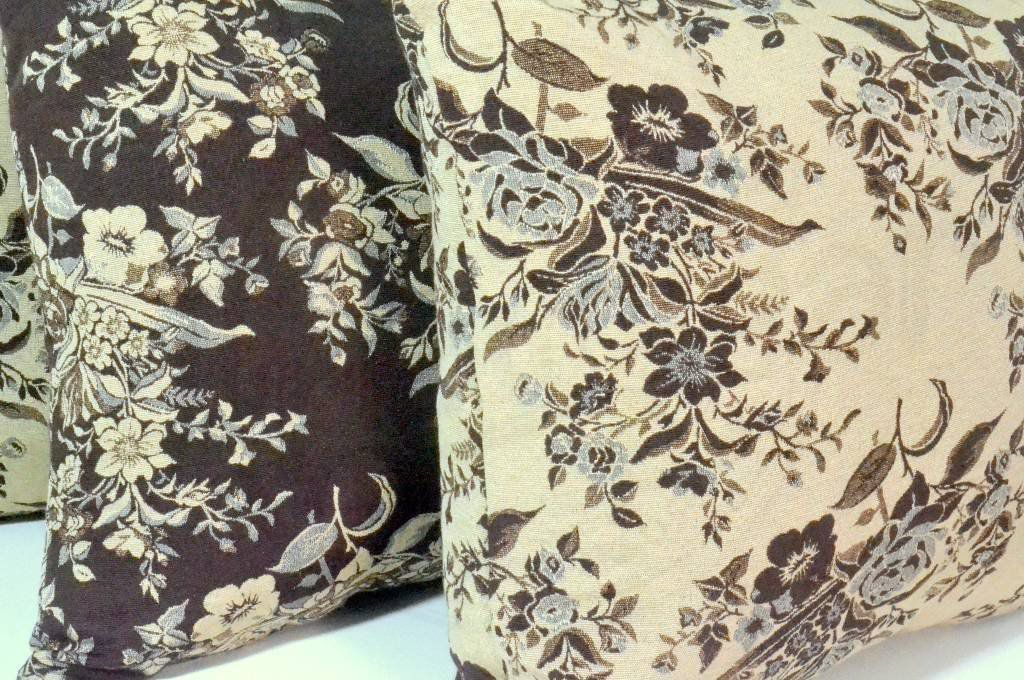 Capa de Almofada Floral Bege e Marrom