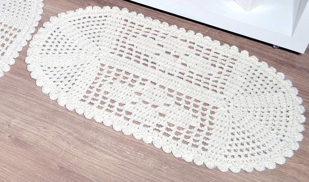 Par de Tapetes em Crochê Oval Liso - Ludmilla