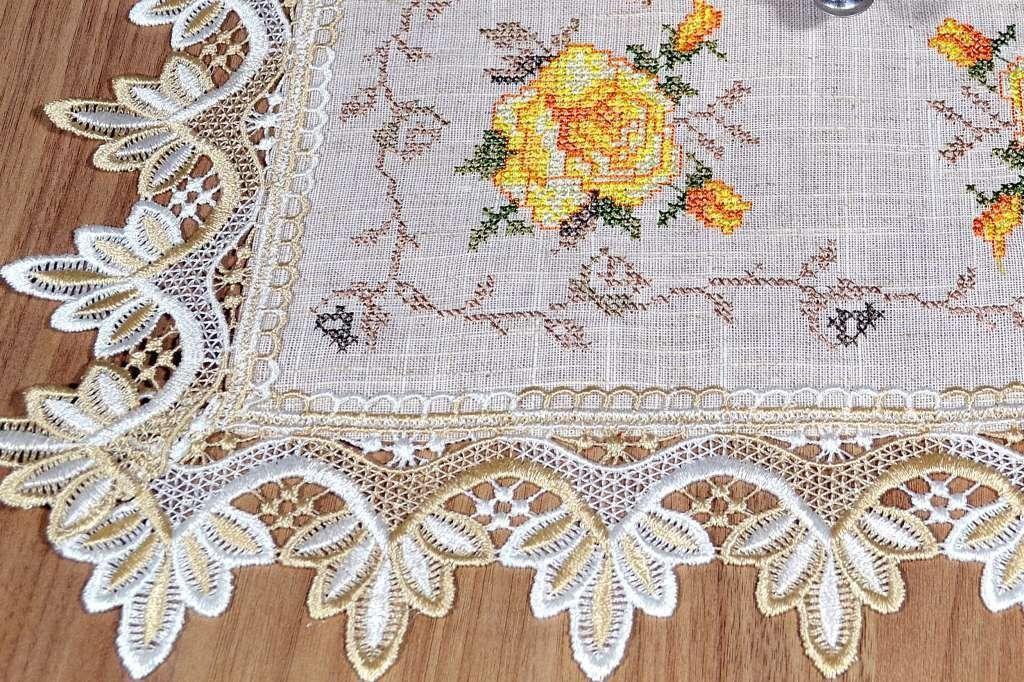 Toalha de Bandeja Bordada com Flores Amarelas