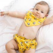 Conjunto Tapa Fralda e Babador Bandana Impermeável com Regulagem Bebê Tricoline Raposas Amarelo e Cinza