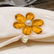 Kit 6 Peças Abraçadeira Prendedor Porta Guardanapo Pérola Pingente Flor Amarelo para Mesa de 6 Lugares