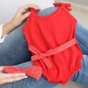 Macacão Alcinha Bebê Banho de Sol Malha Vermelho com Faixa de Cabelo e Cintura Poá Vermelho e Branco
