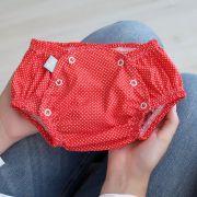 Tapa Fralda Infantil Tricoline Poá Vermelho e Branco com Botões de Pressão
