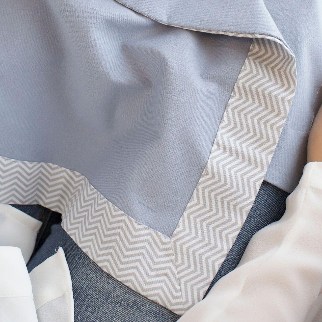 Cueiro e Vira Manta para Bebê Malha Cinza com Barrado Tricoline Chevron Cinza e Branco