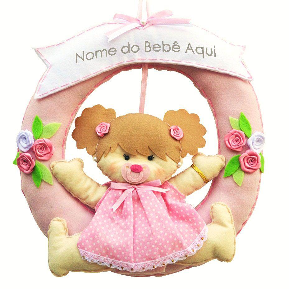 Enfeite de Porta Feltro Rosa Menina Vestido Poá Flor Personalizado com Nome