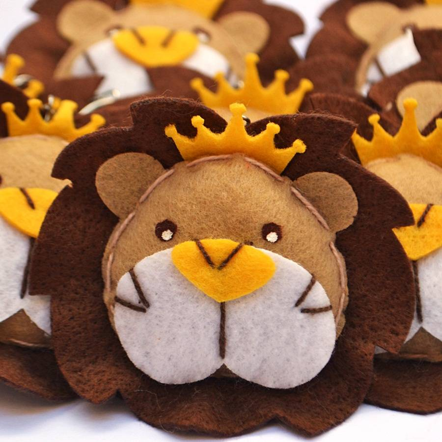 Lembranças Chaveiro 30 Unidades Feltro Bege Rei Leão Coroa