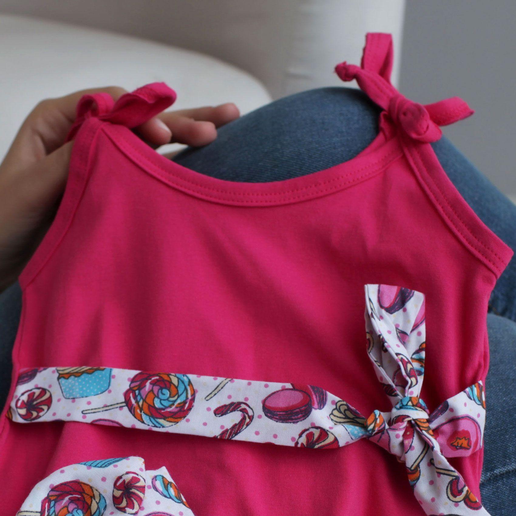 Macacão Alcinha Bebê Banho de Sol Malha Pink com Faixa de Cabelo e Cintura Tricoline Doces Coloridos