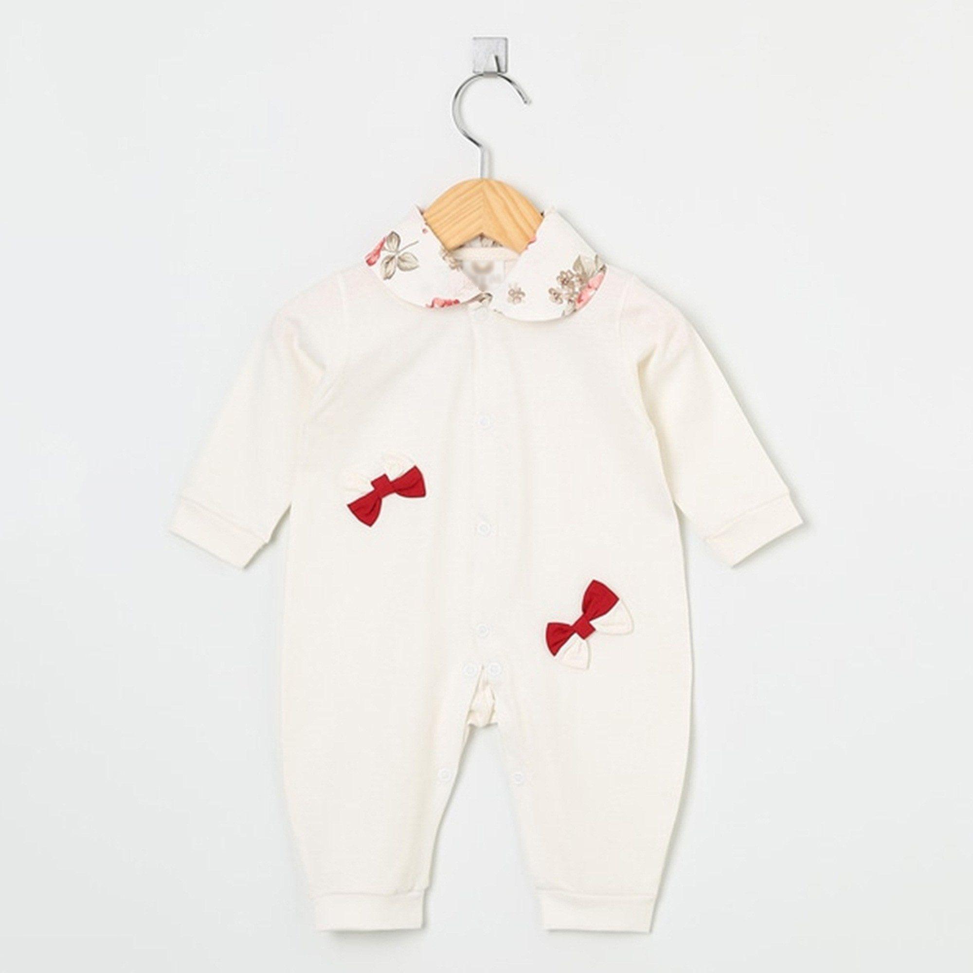 Macacão Manga Longa Malha e Tricoline Palha Laços Vermelho com Gola Floral  - Shopping do Bebê ... 3e30b38fe2f