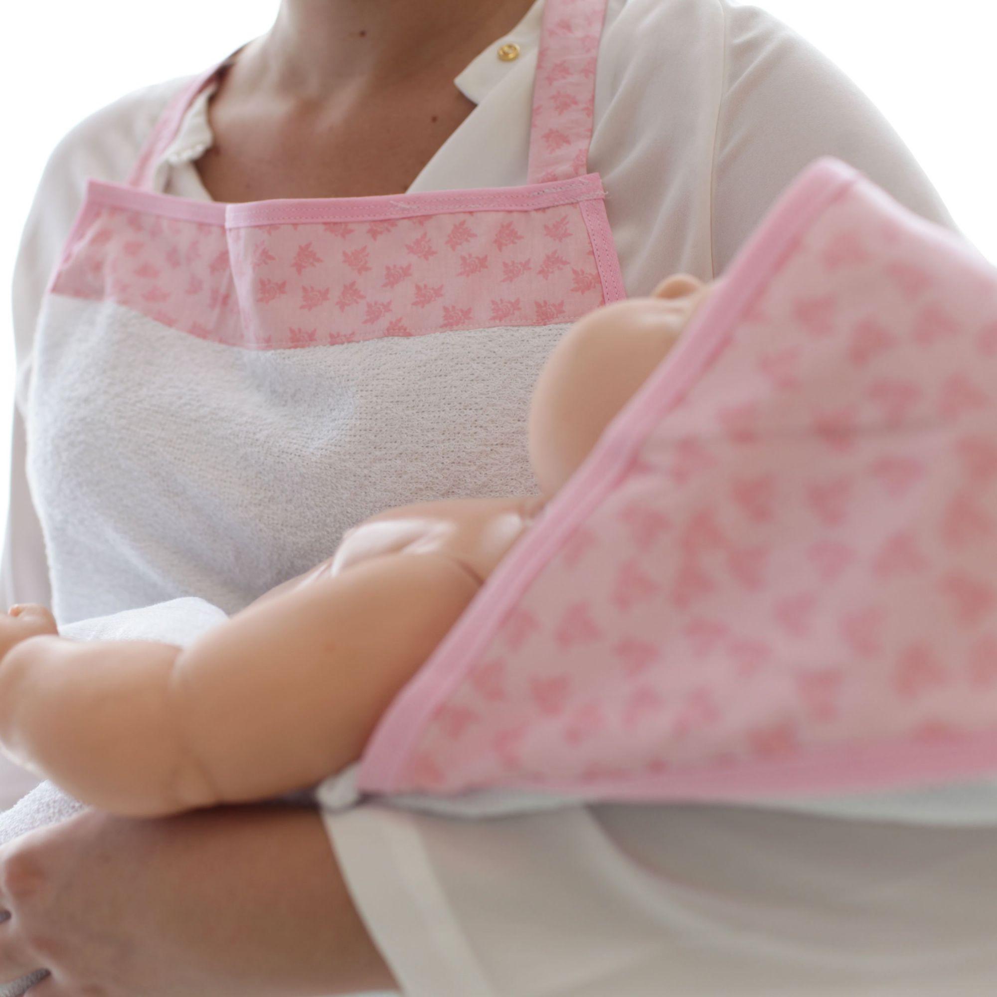 Toalha de Banho Avental Felpuda Forrada Fralda com Capuz Flores Rosa e Rosê