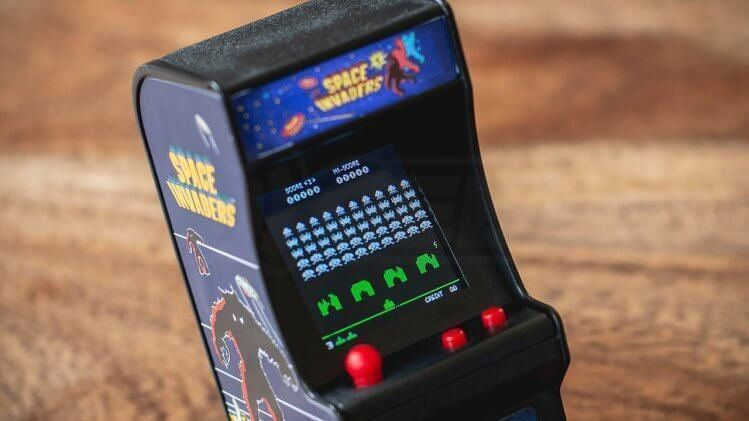 Brinquedo Mini Fliperama Retrô Space Invaders Tiny Arcade 4788