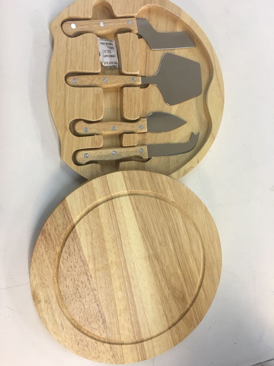 Kit 5 peças para queijo de aço inox e madeira com estojo e tábua de madeira Pontual - P143185