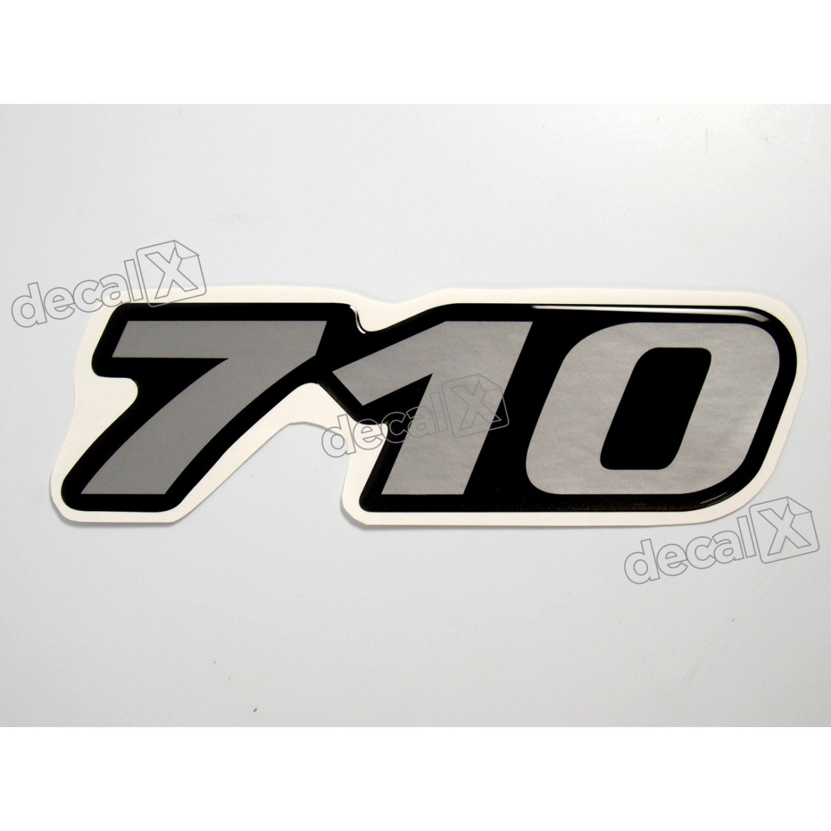 Adesivo Emblema Resinado Mercedes 710 Cm7 Decalx