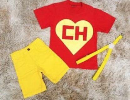 Bermuda Amarela com Suspensório e Camiseta Chapolin