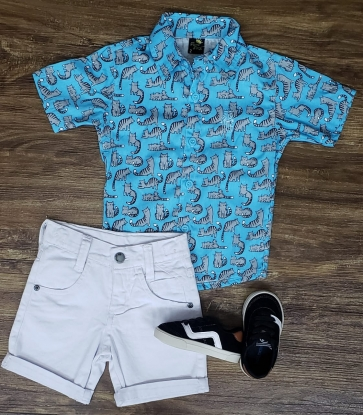 Bermuda Branca com Camisa Azul Clara Gatos