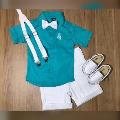 Bermuda Branca com Camisa Social Verde Esmeralda mais Suspensório e Gravata
