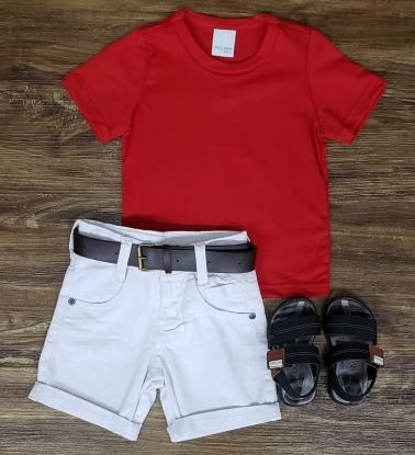 Bermuda Branca com Camiseta Vermelha