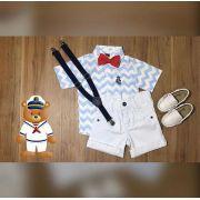 Bermuda Branca com Suspensório e Camisa com Gravata