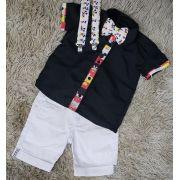 Bermuda Branca com Suspensório e Camisa Mickey com Gravata