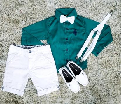 Bermuda Branca com Suspensório e Camisa Manga Longa Verde com Gravata