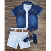 Bermuda com Camisa Jeans e Camiseta