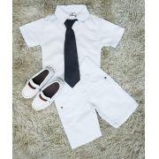 Bermuda Jeans Branca e Camisa Branca com Gravata