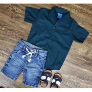 Bermuda Jeans com Camisa Verde