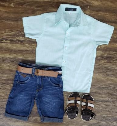 Bermuda Jeans com Camisa Verde Água