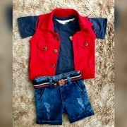 Bermuda Jeans com Camiseta e Colete Vermelho