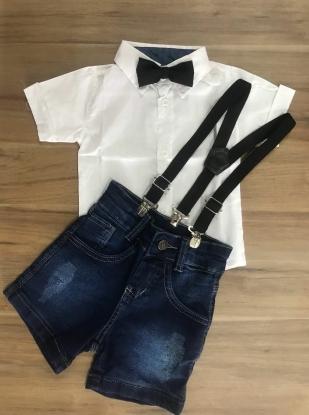 Bermuda Jeans com Suspensório e Camisa Social Branca com Gravata