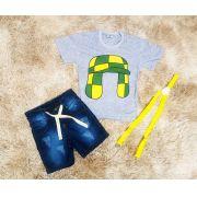 Bermuda Jeans com Suspensório e Camiseta Chaves