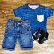 Bermuda Jeans e Camiseta Azul com Bolso