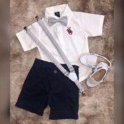 Bermuda Preta com Suspensório e Camisa Branca com Gravata