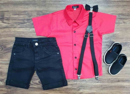 Bermuda Preta com Suspensório e Camisa Social Vermelha com Gravata