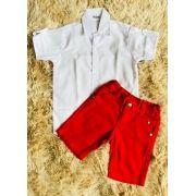 Bermuda Vermelha com Camisa Branca