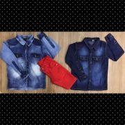 Bermuda Vermelha com Camisa Jeans Manga Longa