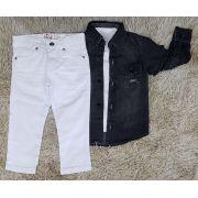 Calça Branca com Camiseta Branca e Camisa Jeans