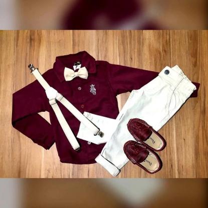 Calça Nude com Suspensório e Camisa Vinho com Gravata