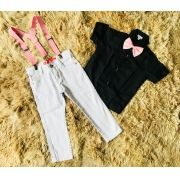 Calça Branca com Suspensório e Camisa Social Preta com Gravata