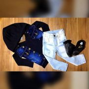 Calça Jeans Clara com Camiseta e Colete Jeans com Capuz